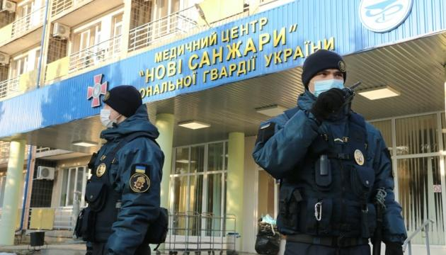 Эвакуированным из Уханя украинцам запретили передавать еду