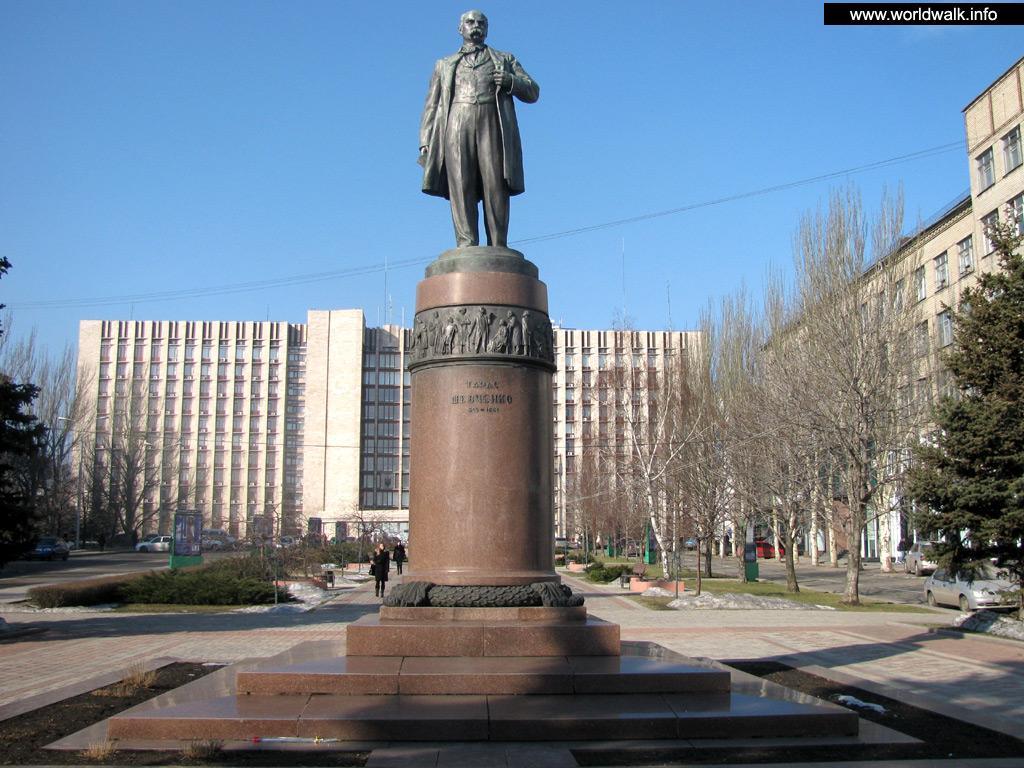 Идолы вражеских богов: ответ украинцам на уничтожение советских памятников