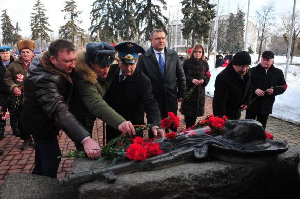 Донецкая Петровка чествует героев Афгана (фото, видео)