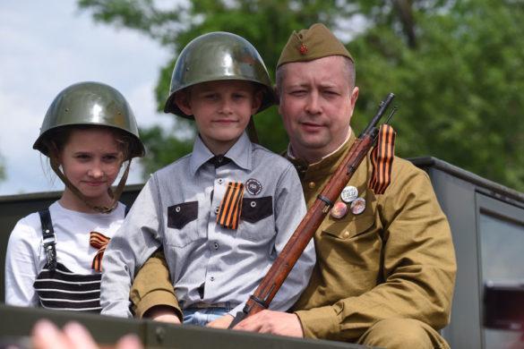 Как это было в 2016-м: Парад Победы и Бессмертный полк в ДНР (подробный фоторепортаж)