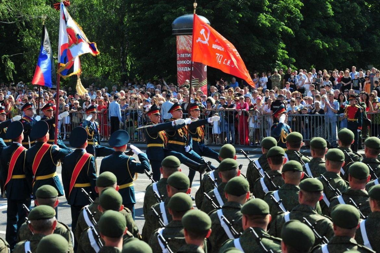 Парад Победы в Донецке (фоторепортаж)