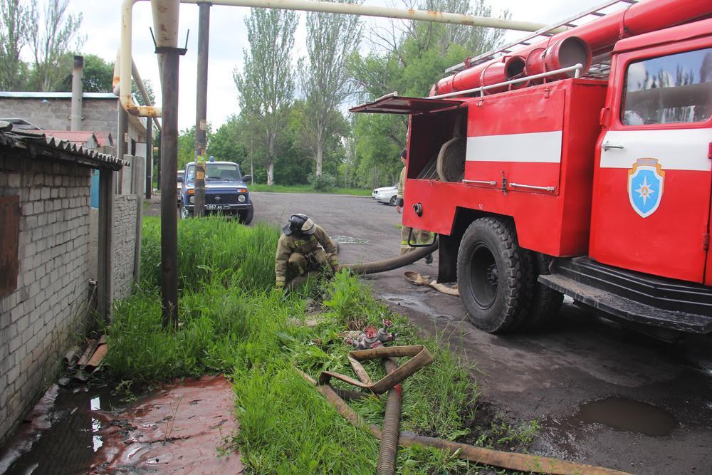МЧС ДНР ликвидирует последствия прорыва трубы