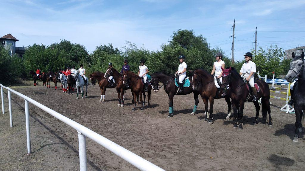 В Макеевке прошли соревнования по конкуру