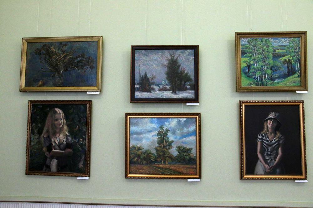 В Донецке открылась юбилейная выставка заслуженного художника Юрия Петрушкина