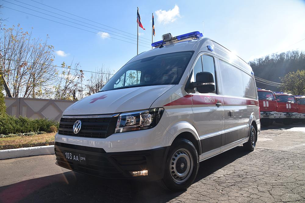 Серьезное подспорье спасателям Республики: Денис Пушилин передал МЧС ДНР ключи от новой спецтехники