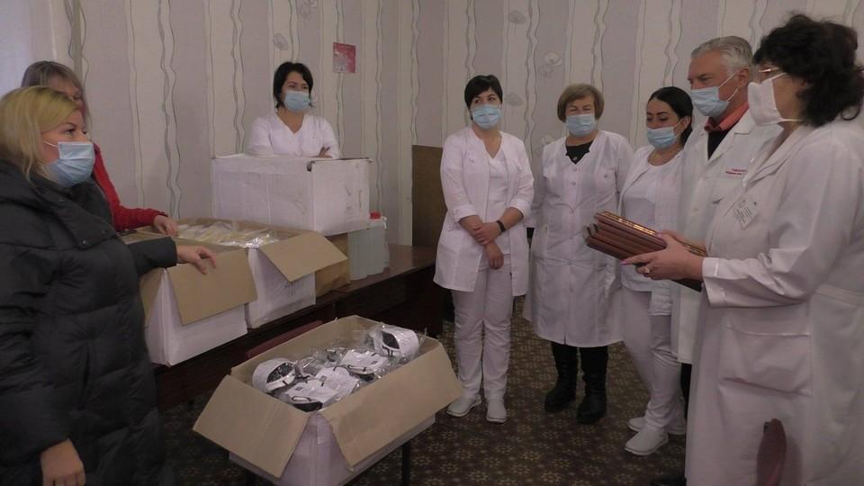 Медикам ДНР передали уникальные защитные маски