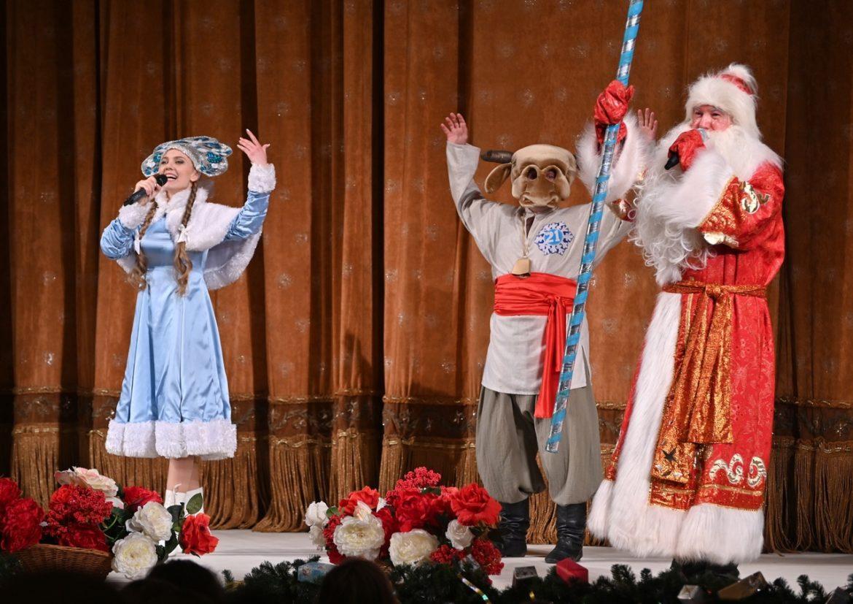 Сорок шесть новогодних сказок Донецкой муздрамы