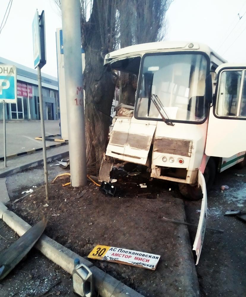 В Макеевке произошло крупное ДТП, есть пострадавшие