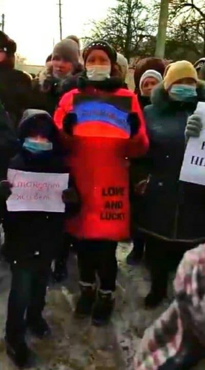 Закрытие школы приведет к исчезновению поселка – жители Енакиево вышли на митинг