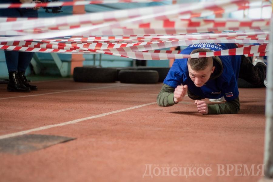 В Донецке в спортивной детско-юношеской школе олимпийского резерва №1 состоялась спартакиада, приуроченная ко второй годовщине создания Народной дружины ДНР