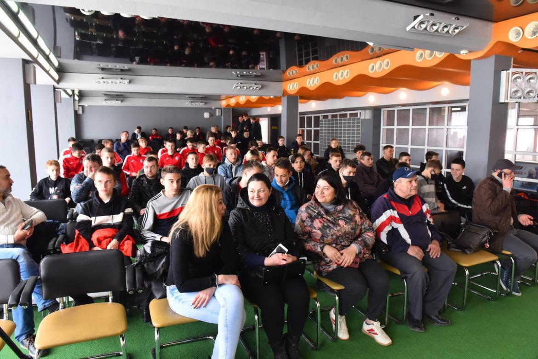 Футбол ДНР не уходит в зимнюю спячку!