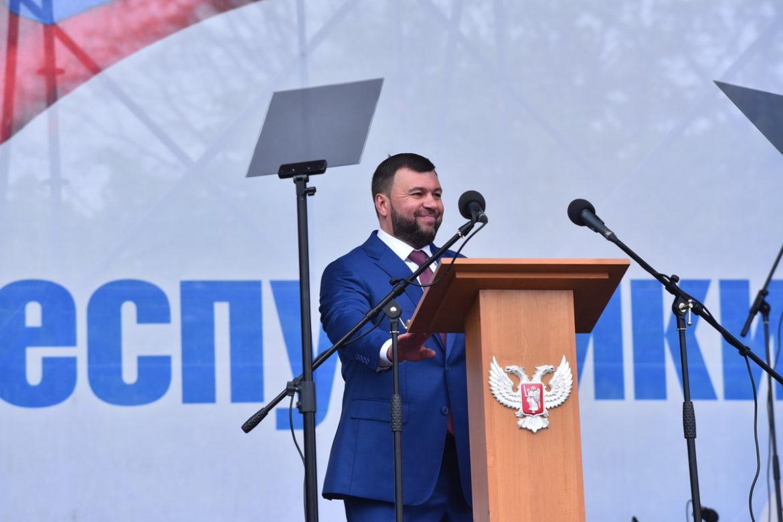Праздничное шествие в честь Дня Республики [ФОТО]