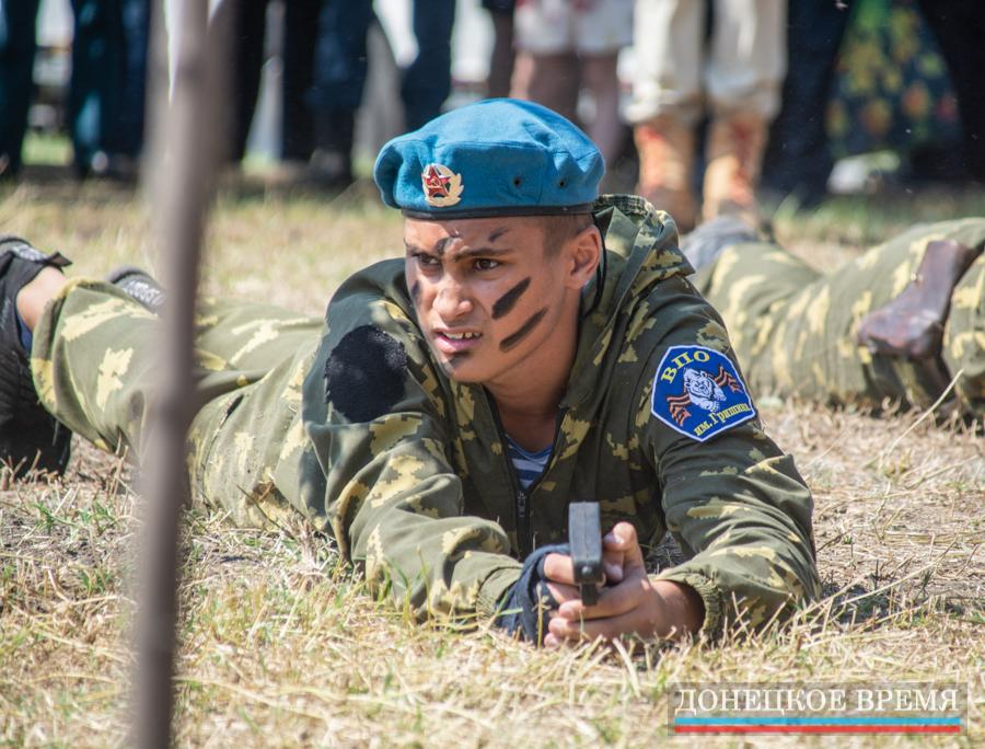 В Донецке отпраздновали День ВДВ (ФОТО)