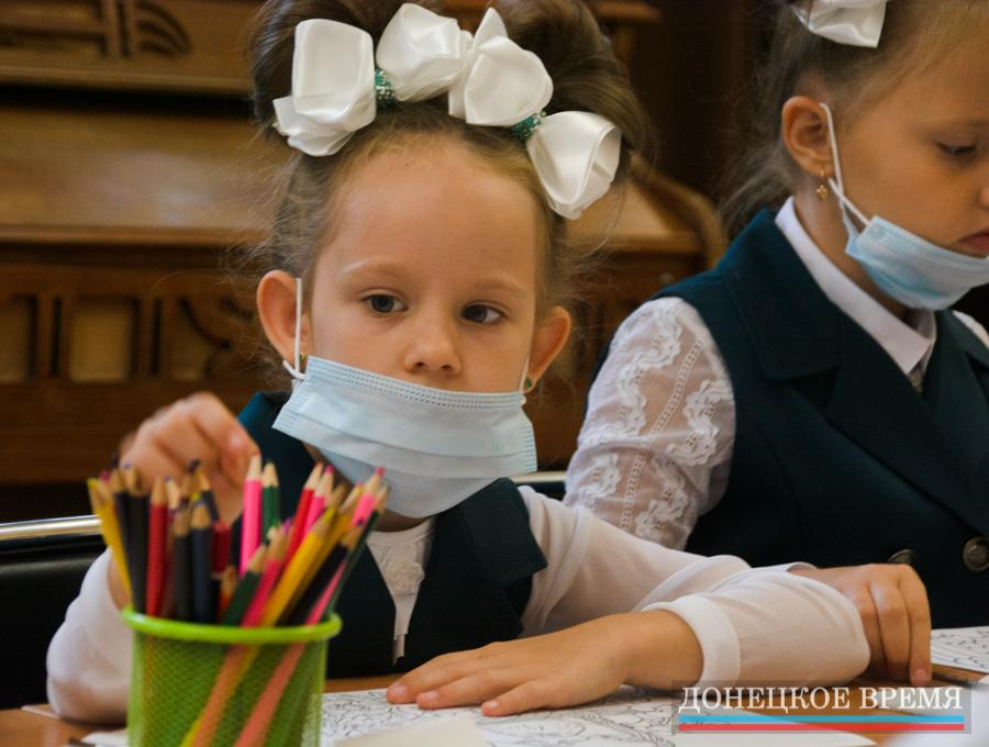 Первый звонок в донецкой гимназии № 6 (ФОТО)