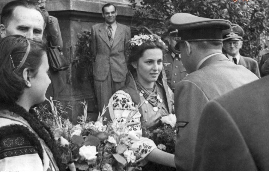 Украина: нацизм на костях его жертв